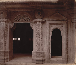 Close view of doorway and arch and sculptural details in the west face of the outer courtyard of the Man Mandir Palace, Gwalior